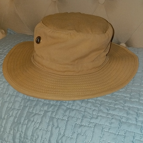 8b8e2ce57aefc Magellan Other - Magellan bucket hat with secret money storage.